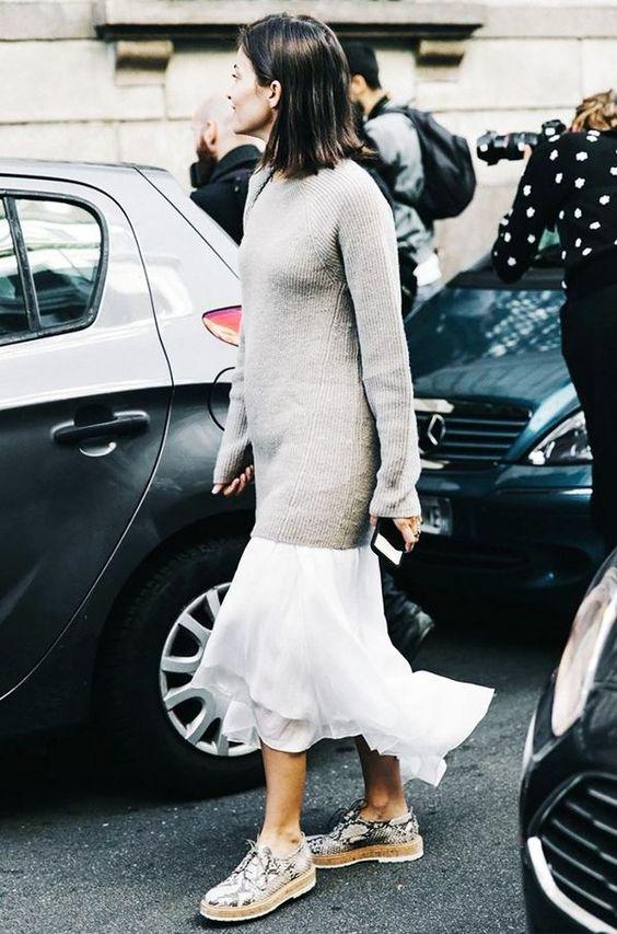 vit lång tröja i chiffongkjol