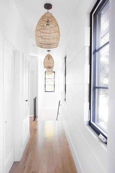 Fodrad med ljus |  Vitpaneler, hallbelysning, hängande lampa.