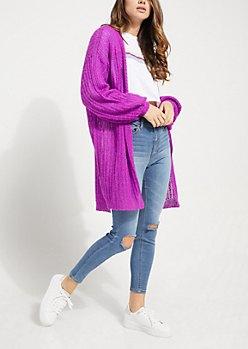 lång, tjock, lila kofta med rippade skinny jeans