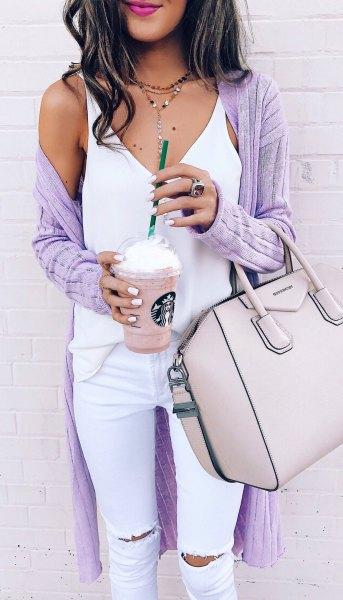 lila ribbad lång cardigan vit topp jeans