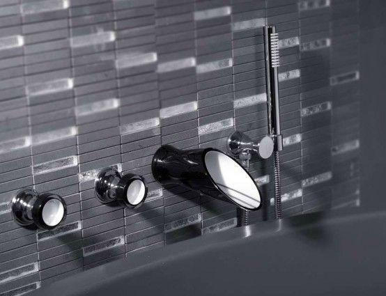Soffi, eleganta svartvita badrumsbatterier och duschmunstycken av.