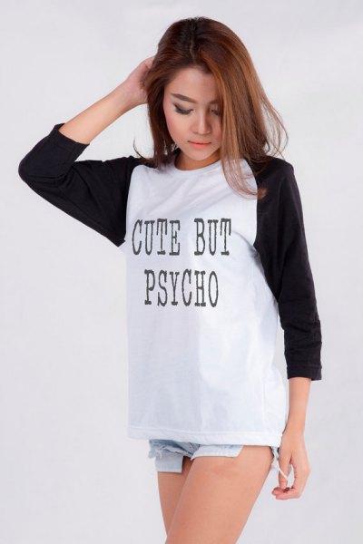grafisk svartvitt långärmad T-shirt med ljusblå jeansshorts