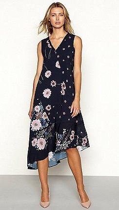 Mörkblå, ärmlös sommarbomullsklänning med blommönster