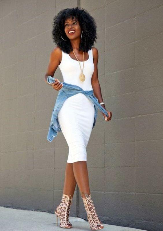 vit jeansjacka med tankklänning
