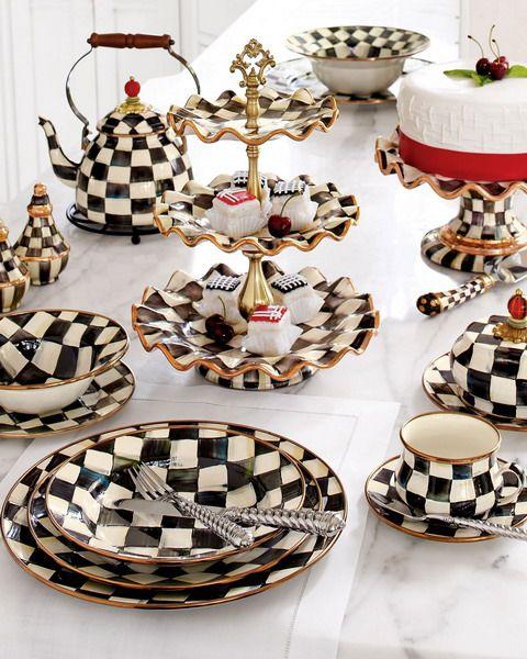 Svart och vitt Kolla bordsservis och textilsamling.