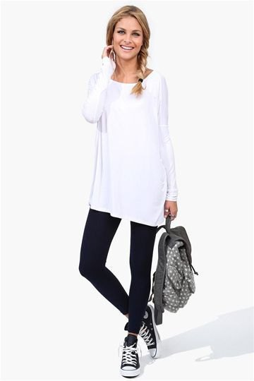 vit tunika långärmad T-shirt med svarta ankeljeans
