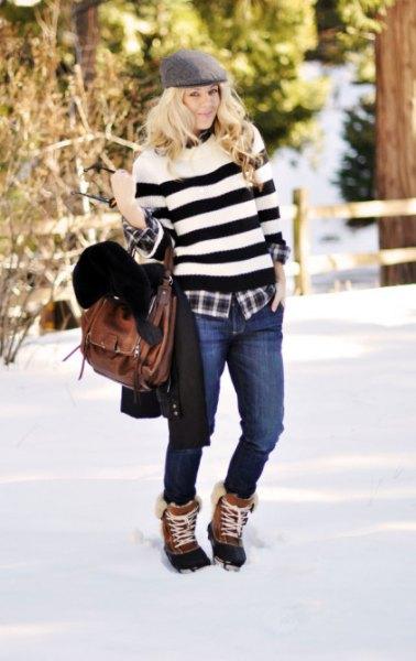 bred randig tröja med jeans och bruna och svarta snöskor