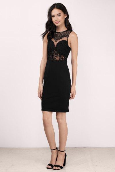 svart ärmlös, halvtransparent midiklänning med klackar med öppna tå