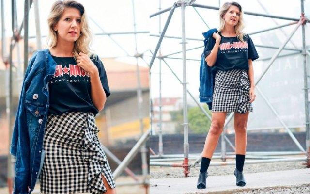 Marinblå retro-t-shirt med rutig miniklänning
