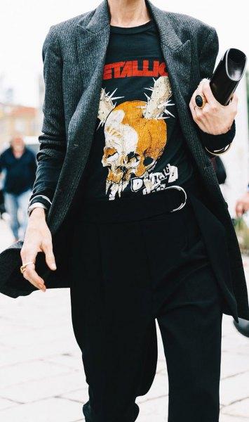 svart t-shirt med retro-tryck och grå tweedjacka