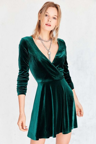 grön skaterklänning med djup V-ringning