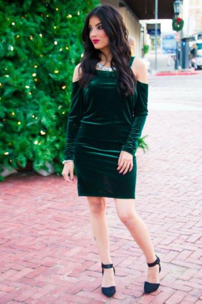 kall axelgrön, figurkramande klänning i grön sammet