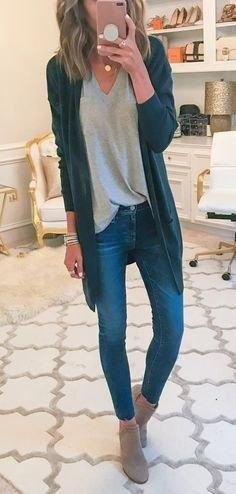 grå tunika-T-shirt med V-ringning och mörkblå långjacka