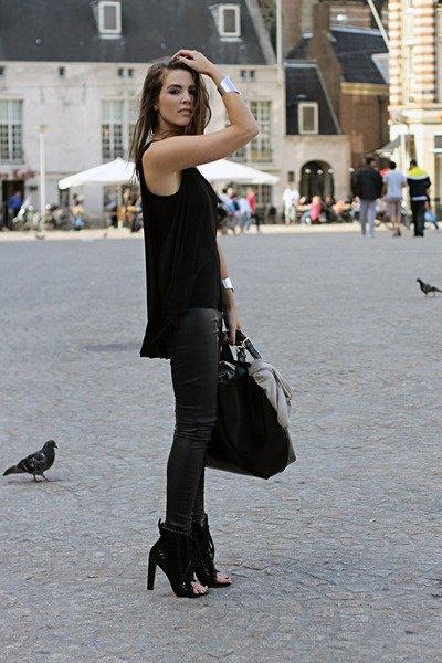 Ankelstövlar med svart väst med avslappnad passform och läderjackor