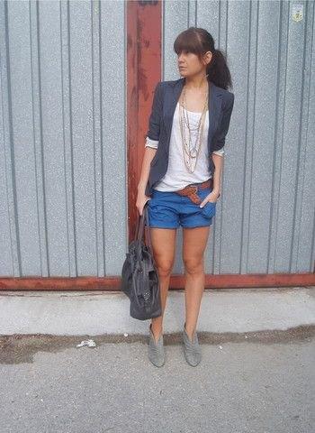 casual casual blazer med halva ärmar och blå mini shorts