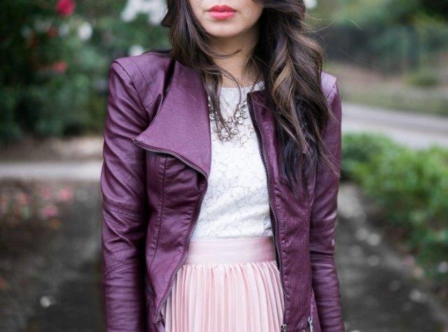 lila läderjacka vit spets topp rosa veckad kjol