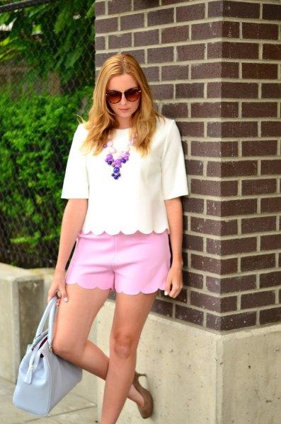 vit halvärmad T-shirt neonrosa kammade minishorts