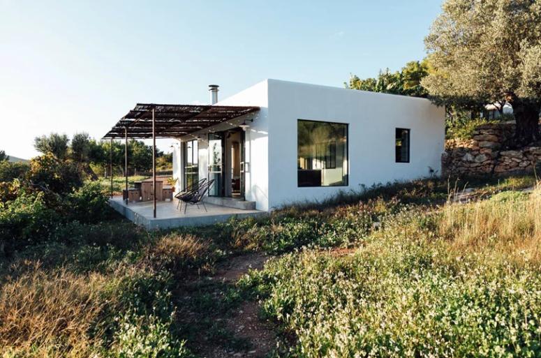 Mysigt Ibiza-hus med traditionell estetik    Casas de campo.