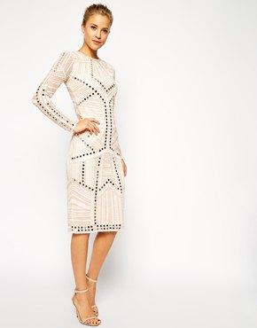 vit dekorerad knälång skiftklänning