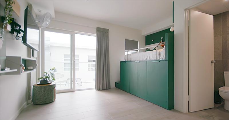Små lägenhetsidéer - en plattformssäng med gott om Stora