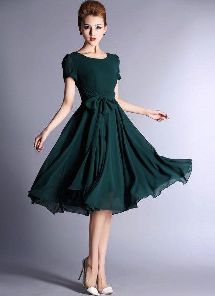mörkblågrön kortärmad midi chiffongklänning