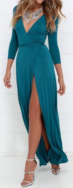 Hög split klänning med djup V-ringning