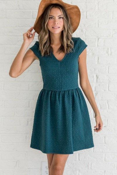 blågrön stickad klänning med kepsärmar
