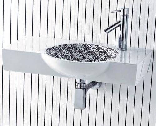 Moderna handfat med vackra tryck, ombyggnad av badrum.