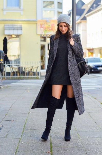 grå ull maxi kappa med svart miniklänning