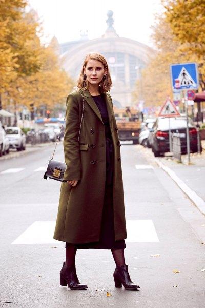 brun lång ullrock med svart maxiklänning