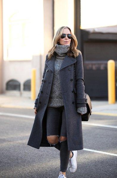 grå ull maxi kappa med tjock turtleneck tröja