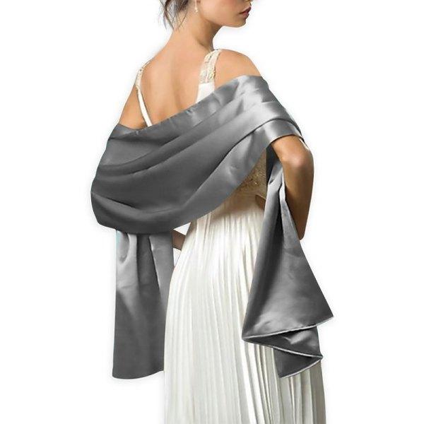 vit veckad midiklänning med en silkesilkesafton