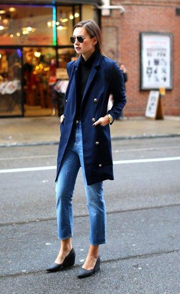 Marinblå skjorta med matchande lång trenchcoat