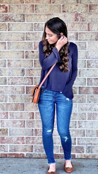 Marinblå långärmad t-shirt med blå skinny jeans