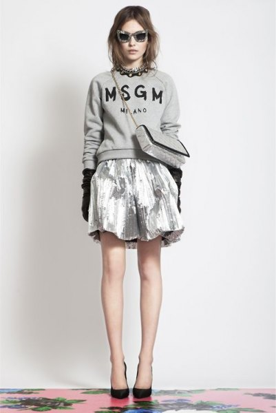 grå tröja silver metallisk minikjol