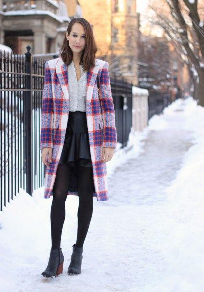 Marinblå och vit lång ullrock med svart chiffonkjol