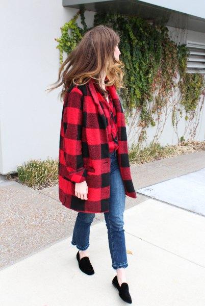 röd och svart ullrock med svarta mockaskinn