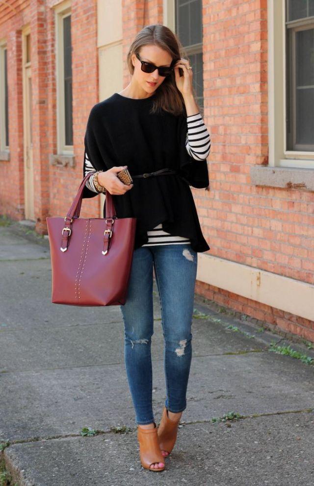 svart stickad tröja med stövlar med öppen tå