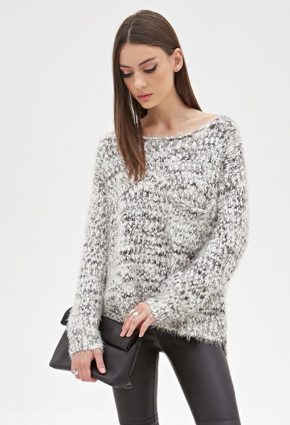 svartvitt marmorerat stickat tröja läder gamacher