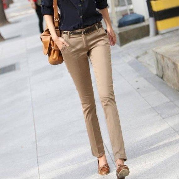 beige khaki byxor gröna låga skor