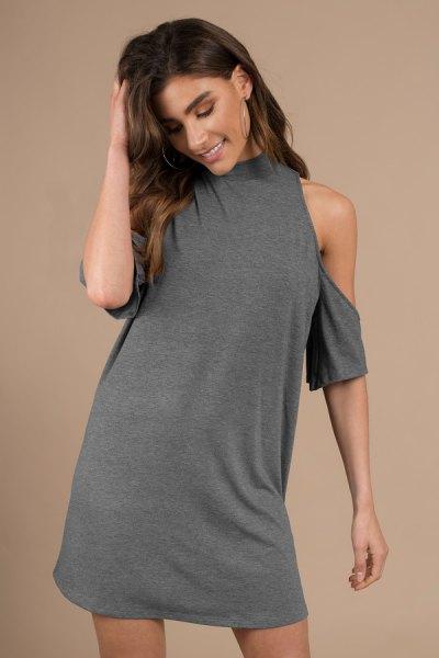 grå tunika t-shirt klänning med kall axel