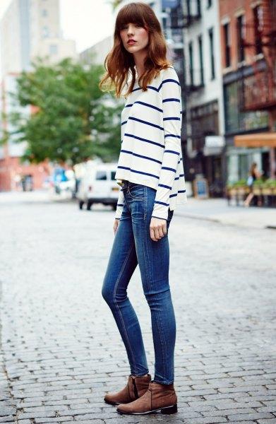 vita och mörkblå randiga långärmade skinny jeans