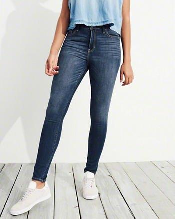 ljusblå ärmlös blus mörkblå stretchmager jeans