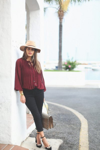 burgundy chiffong veckad skjorta svart chinos