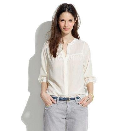 Ljusgul skjorta utan krage med ljusgrå jeans