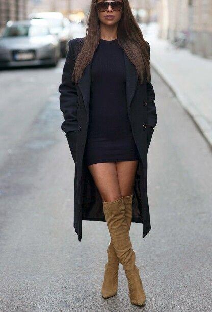Lårhöga stövlar svart bodycon-klänning