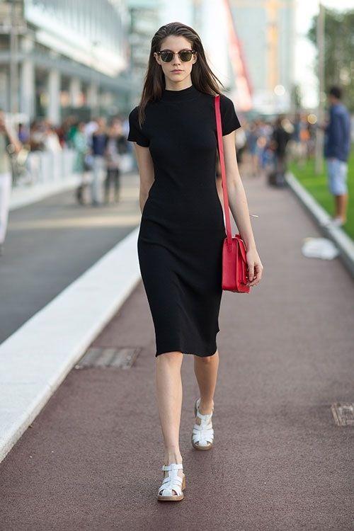 Modell off duty svart bodycon klänning