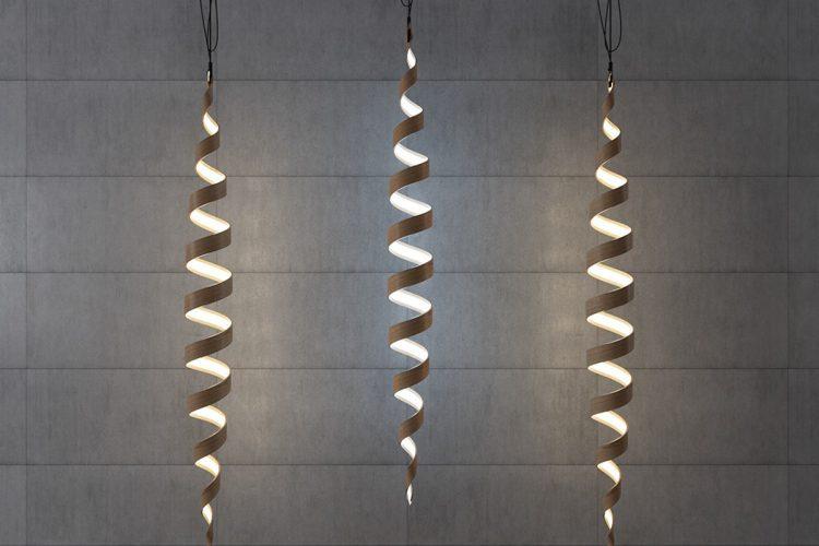 Skulpturell spirallampsamling gjord av faner - DigsDi