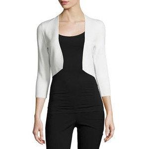 vit mini axelrem helt svart outfit