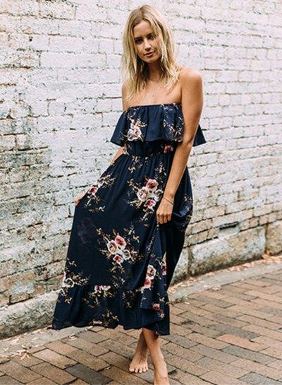 Mörkblå maxiklänning med volang axel och blommönster
